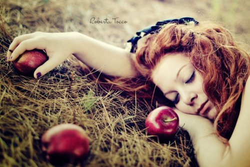 snow_white_with_red_hair_by_thebestfeeling