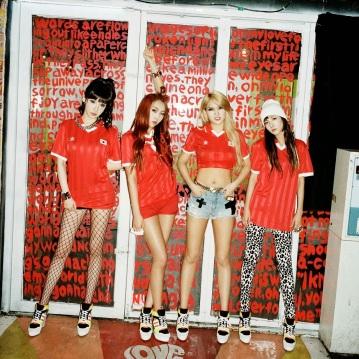 2NE1 Adidas 2014 (2)