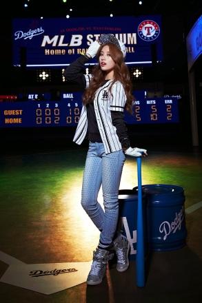 Suzy miss A LA Dodgers MLB CF (3)