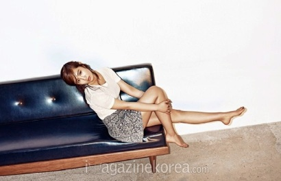 Yuri SNSD Harper's Bazaar March 2014 (2)